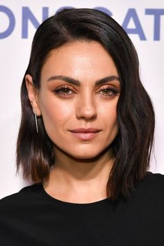 Shoulder-Length Spiraled Bob - 50 Wavy Bob Hairstyles – Short, Medium and Long Wavy Bobs for 2019 - The Trending Hairstyle Angled Bob Haircuts, Wavy Bob Hairstyles, Lob Hairstyle, New Haircuts, Lob Haircut Thick Hair, Side Part Hairstyles, Cabelo Mila Kunis, Mila Kunis Haar, Mila Kunis Hair Cut