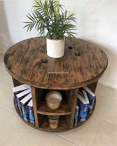 Among so many amazing ideas of the wood pallet recycling, we never miss out giving you the option of pallet round table design option. Seeing this image idea, would force you to add this pallet round Wood Pallet Recycling, Recycled Pallets, Wooden Pallets, Repurposed Wood, Recycled Wood, Diy Pallet Projects, Wood Projects, Woodworking Projects, Pallet Ideas