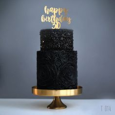 Birthday decor in the cake Birthday Cakes For Men, Happy Birthday Cake Topper, 30th Birthday, Black And Gold Cake, Black And Gold Birthday Cake, Fig Cake, Bright Decor, Apple Smoothies, Holiday Cakes