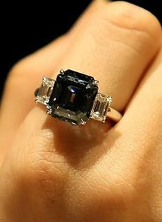 http://rubies.work/0531-sapphire-ring/ 20 Gorgeous Black Diamond Engagement Rings | http://www.deerpearlflowers.com/20-gorgeous-black-diamond-engagement-rings/