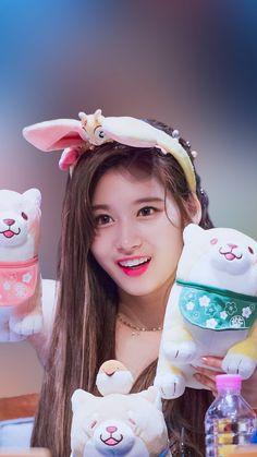 Sana with hand Puppets Nayeon, Kpop Girl Groups, Korean Girl Groups, Kpop Girls, Extended Play, K Pop, Suzy Drama, Shy Shy Shy, Sana Kpop