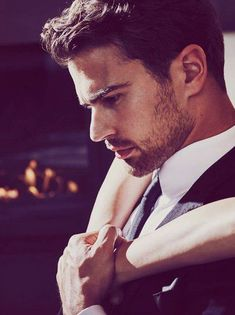 BOSS The Scent for him brings together exquisite notes of ginger, exotic maninka and leather Theo James, Theodore James, James 3, Hugo Boss Perfume, Boss The Scent, Malbec, Bad Boy Aesthetic, Profile Pictures Instagram, Wattpad