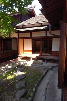 """JINYA in Hida Takayama. Now you can do this on the cheap. The rocks are free & so beautiful in their simplicity No excuses anymore. The secret is """"simple & placement"""" & it costs nothing if you really want it"""