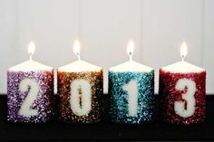 New Year& Eve party with a crafty candle decoration that& easy, inexpensive and glam. Get the full tutorial for our DIY glitter NYE candle decoration. Glitter Candles, White Candles, Diy Candles, Pillar Candles, Candle Decorations, Easy Decorations, Nye Party, Party Time, Party Party