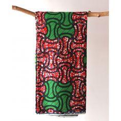 Tissu en coton à motifs géométriques vert et noir sur fond rouge. Découvrez notre gamme de tissus wax africain 100% coton en largeur 120cm à 7,50€ le mètre. Ces tissus sont disponibles au magasin de Bruxelles et sur notre shop online : http://shop.chienvert.com/fr/694-wax-africain?p=2