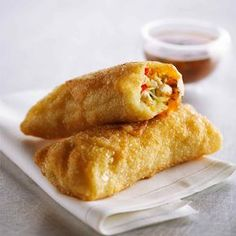 Egg Rolls with Sweet Heat Dipping Sauce Best Chicken Recipes, Spicy Recipes, Asian Recipes, Appetizer Recipes, Chinese Recipes, Appetizers, Sriracha Hot Chili Sauce, Thai Sweet Chili Sauce, Confort Food