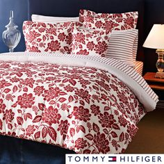 The Tommy Hilfiger Smithfield Floral set features a gorgeous floral print that reverses to an ordered pinstripe. The machine washable comforter includes two matching shams to complete the bedroom look.