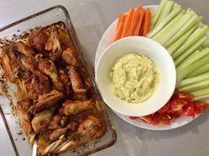 Variace na buffalo wings, mrkev, rajčata, řapíkatý celer a česnekovo-sýrový majonézový dip