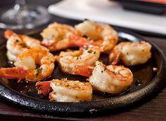 Camarão no azeite (Foto: Divulgação) Seafood Recipes, Cooking Recipes, Good Food, Yummy Food, No Cook Meals, Food Hacks, I Foods, Food Inspiration, Shrimp