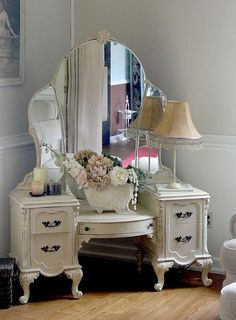 Vanity Dressing Table with Mirror | Found on shabbycottagestudio.net