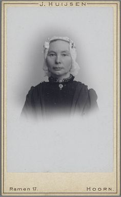 Vrouw in West-Friese streekdracht. ca 1900 #NoordHolland #WestFriesland #Hoorn