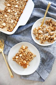 This Apple Cinnamon Baked Oatmeal is as good freshly baked as it is for meal prep. This classic flavor combination smells so good when it is baking, and bonus it's so easy to put together. This dairy-free and gluten free oatmeal bake is a great fiber-rich and filling breakfast or snack. Apple Cinnamon Oatmeal, Cinnamon Apples, What Is Gluten Free, Lexi's Clean Kitchen, Baked Oatmeal Recipes, Gluten Free Oatmeal, Brunch Recipes, Breakfast Recipes, Fall Breakfast