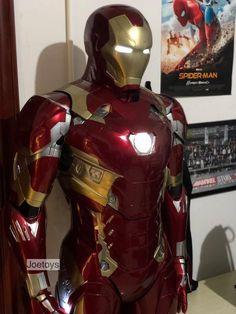 Iron Man Statue Printed Iron Man / Full Body Armors for Display Only Iron Man Suit, Iron Man Armor, Suit Of Armor, Body Armor, Iron Man Hd Wallpaper, Iron Man Cosplay, Superhero Suits, Iron Man Avengers, Batman Cosplay