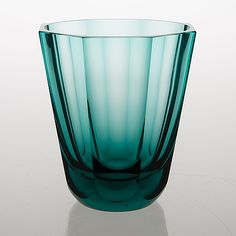 Göran Hongell - Glass vase, Karhula Glassworks in 1940's. (h. 16,5 cm)