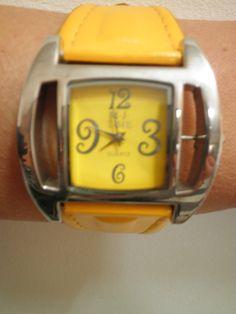 Дамски часовник с жълт циферблат и жълта каишка, Онлайн магазин Моник