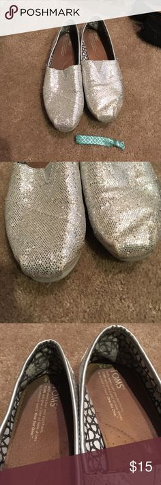 Silver sparkle Toms Size 7.5 silver sparkle Toms worn several times signs of wear inside heal sparkles starting to fade looking for new home to shine in!! Please ask questions before purchasing 20% off bundles daily ❤️ TOMS Shoes Flats & Loafers