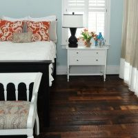 I love the dark floors, white furniture, blue walls and orange/white pillows. Pale Blue Bedrooms, Pale Blue Walls, Light Blue Walls, Peach Walls, Bedroom Orange, Bedroom Black, Home Bedroom, Bedroom Wall, Bedroom Decor