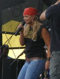 There's not much better than a picture of Miranda Lambert in a muscle shirt, a bandana and a Texas belt buckle. Do you know how she looks right now? Texas as hell. That's a some beach shirt ; Miranda Blake, Blake Shelton Miranda Lambert, Country Women, Country Girls, Country Music, Female Singers, Celebs, Celebrities, Role Models