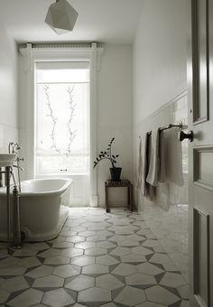 Forny dit badeværelse med anderledes fliser | Bobedre.dk