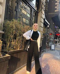 179 meilleurs styles hijab avec jeans pour un dressing chic - page 1 Modest Fashion Hijab, Modern Hijab Fashion, Street Hijab Fashion, Casual Hijab Outfit, Hijab Fashion Inspiration, Muslim Fashion, Modest Outfits, Look Fashion, Fashion Ideas