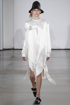 http://www.vogue.com/fashion-shows/spring-2016-ready-to-wear/jil-sander/slideshow/collection