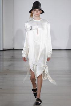 Jil Sander Spring 2016 Ready-to-Wear Fashion Show - Natalia Kaminska