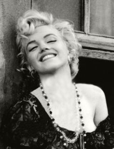 """Marilyn Monroe as """"Cherie."""" Publicity photo for the movie """"Bus Stop,"""" probably taken by Milton Greene Marilyn Monroe Artwork, Marilyn Monroe Portrait, Hollywood Glamour, Hollywood Stars, Old Hollywood, Estilo Marilyn Monroe, Marylin Monroe, Milton Greene, Divas"""