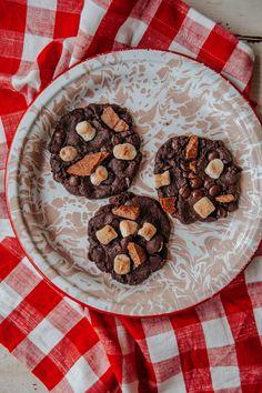 S'mores Cookies // Sweet Laurel