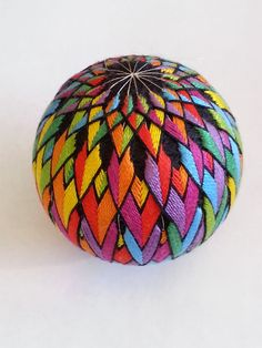Really want great ideas about arts and crafts? Head to my amazing info! Yarn Crafts, Diy And Crafts, Arts And Crafts, Arte Linear, Temari Patterns, Quilted Ornaments, Thread Art, Japanese Embroidery, Arte Popular