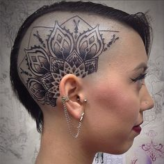 Out of all the badass head tattoos out there, the head mandala is probably the daintiest. Out of all the badass head tattoos out there, the head mandala is probably the daintiest. Mandala Tattoo Design, Dotwork Tattoo Mandala, Tattoo Designs, Tattoo Son, Tattoo Hurt, Back Tattoo, Bald Head Tattoo, Hair Tattoos, Body Art Tattoos