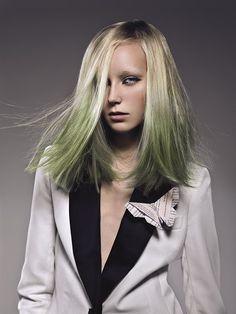 #Colorare le punte dei #capelli è la #tendenza del momento…c'è qualcuno che ha mai avuto il coraggio di farlo? ;-) Olive Green, Hair Color, Blog, People, Fashion, Pastel Colors, Haircolor, Latest Trends, Dyes