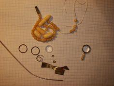 Линза от маленького фонарика. Ручка сделана из трех обточенных бусинок, которые одеты на латунную проволоку. Между бусинами латунные вставки. Все очень просто. The lens is borrowed from small flashlight. The handle is made of three peeled beads dressed in the brass wire. There are brass inserts between the beads. It's very simple.