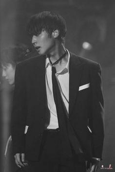 180601 Park Jihoon @ Wanna One World Tour ONE: THE WORLD In Seoul Pink Park, Minions, Rapper, Flower Crew, Cho Chang, K Pop Music, Kim Jaehwan, Ha Sungwoon, Cha Eun Woo