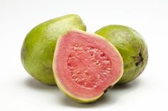 Estas frutas exóticas alegrarán tu corazón: Guayaba, la más rica en vitamina C