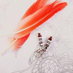 Не пора бы разнообразить свой гардероб немного маняще красным. Например серьгами Coeur de Lion. ⭐Скидка 50%⭐ Артикул: 4853/20-0324  ❗Уточняйте цену и наличие в комментариях к этому посту. А также вы можете оформить заказ прямо в нашем профиле❗  #coeurdelion #заказать #скидка #вналичии #20likes #red #серьги #украшения #элитныеукрашения #дорого #выглядетькрасиво #подарок #хочу #ювелирка