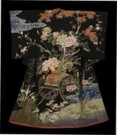 The Kimono Gallery. This opulent and wonderful Taisho-era uchikake (bridal robe) was obviously made by exceptionally talented artist and craftspeople, as the design and yuzen-dyeing are superb. Traditioneller Kimono, Mode Kimono, Kimono Japan, Kimono Fabric, Japanese Textiles, Japanese Fabric, Japanese Art, Japanese Things, Japanese Design