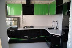 Стильная кухня: глянец и зелень