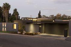 Wir zeigen euch ein Haus ganz besonderer Ausmaße, das mit modernem Design, eleganten Oberflächen und schnittigen Konzepten überzeugt.
