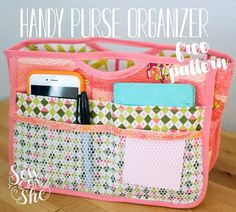 Free pattern: Handy Purse Organizer This Handy Purse Organizer fits inside your purse and has all the pockets you need to keep your belongings organized. Caroline at Sew Can She shares a free sewing p