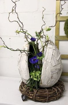 Easter Flower Decorations & Centerpieces that'll spreads the festive charm in the most beautiful way Easter Flower Arrangements, Easter Flowers, Diy Flowers, Flower Decorations, Floral Arrangements, Christmas Decorations, Bouquet Flowers, Flowers Garden, Pretty Flowers