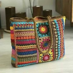 Photo by 🐘EsrikAklımaNeEserse🐘 on March Aucune description de photo disponible. Crochet Market Bag, Crochet Tote, Crochet Handbags, Crochet Purses, Crochet Crafts, Crochet Yarn, Crochet Projects, Crochet Square Patterns, Crochet Motifs