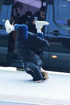 Suho [HQ] 181119 Incheon Airport, departing for Kaohsiung Baekhyun, Park Chanyeol Exo, Kpop Exo, Funny Kpop Memes, Exo Memes, 5 Years With Exo, Fandom Kpop, Exo Lockscreen, Exo Ot12