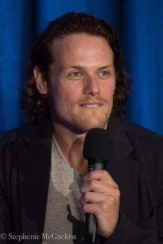 More photos of Sam Heughan at The Highlanders convention in London!   Click here for the rest: http://samheughansource.com/photos-highlanders-convention-london/