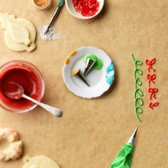A little food coloring can transform icing into an artist's medium for decking out cupcakes, cookies, cakes, and more with color, from a pastel palette to wild and vibrant hues./