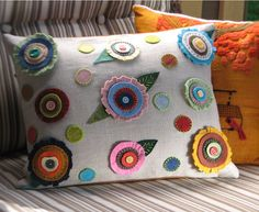 Cuscino decorativo - affascinante folk art - fiori di primavera a pois, cuscino, throw pillow, ricamo, ecochic