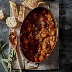Recept - Pompoenstoof met rundvlees en salie - Boodschappenmagazine Dutch Oven, Chana Masala, Slowcooker, Good Food, Dinner Recipes, Pumpkin, Meat, Recipe Ideas, Ethnic Recipes
