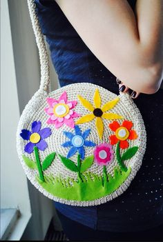 Crochet bag decorated with colorful felt flowers. por Citipitishop, $39.00
