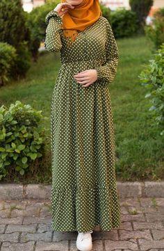 Puantiyeli Dokuma Elbise – Yeşil The clothing culture is quite old. Modesty Fashion, Abaya Fashion, Fashion Dresses, Maxi Dresses, Dress Muslim Modern, Muslim Dress, Abaya Mode, Mode Hijab, Fashion 2020