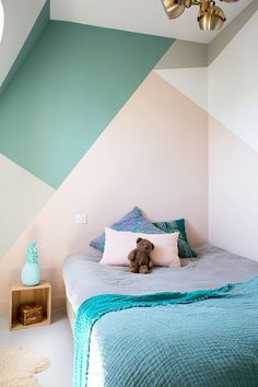 Geometric décor in kids' rooms - wallpaper, furniture, paint..