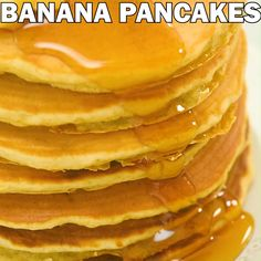 pancake videos These kid friendly Healthy Banana Pancakes are easy to make and so fluffy and tasty. And theres no added sugar! At 140 calories per pancake, these are a must try for any pancake lover. Cooktoria for more deliciousness! Pancakes Easy, Banana Pancakes, Banana Breakfast, Breakfast Pancakes, Homemade Pancakes, Fluffy Pancakes, Tasty Videos, Food Videos, Beurre Vegan